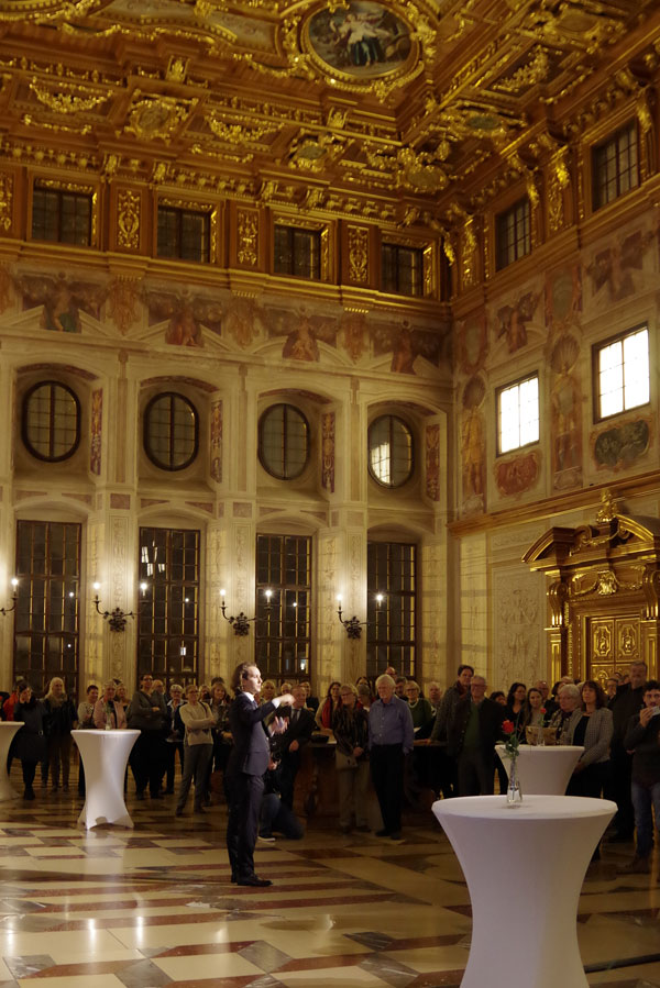 Magician from Augsburg at city hall reception of mayor